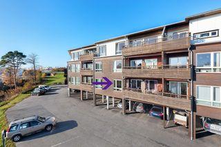 ÅPENT HUS SØNDAG 24.11 KL. 13 - 15! Flott 3-roms leilighet med 2 bad-P-plass-Gjennomgående-Balkong