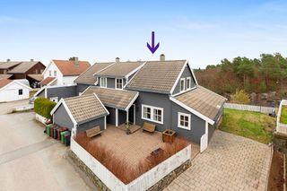 Tomannsbolig i veletablert boligområde-Solrike uteplasser-Fantastisk utsikt-P-plass