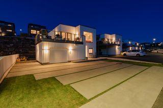 Enebolig med garasje og en gjennomgående høy standard, opparbeidet og solrik tomt i et populært og barnevennlig område