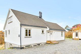 Enebolig med leilighet i etablert rolig boligområde med landlig utsikt - gode leieinntekter