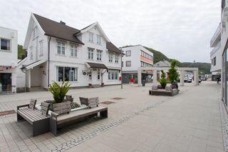 Kombinert forretningsbygg og bolig i Lyngdal sentrum