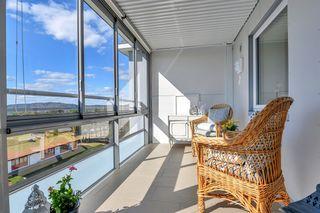 Ende- og toppleilighet med stor balkong og garasjeplass! Nydelig utsikt og hele 3 soverom. Gangavstand til Tinnheia Torv
