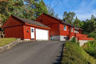 Romslig enebolig i landlige omgivelser - garasje - 8 minutter til Stoa - kort vei til barnehage, skoler og butikker