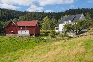 Skogsbruk med fiske og jaktrettigheter på Foss,  Bjelland i Marnardal kommune.