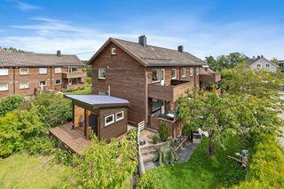 Flott 3-roms andelsleilighet med egen hage og utestue - Felles parkeingsplass og solrik veranda