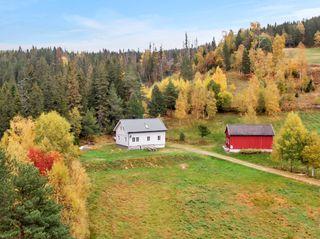 Flott eiendom i landlige og rolige omgivelser med stor tomt på 11 mål - ikke boplikt - nyoppusset og renovert