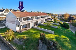 Nedre Slettheia / Kartheia - Pent enderekkehus med flott sjøutsikt og familievennlig beliggenhet - Lekkert bad - Garasje