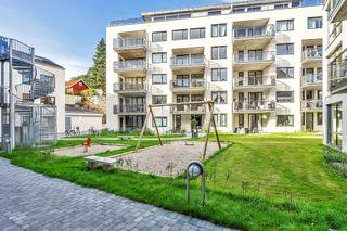 Ny, stor, klassisk leilighet med 3 soverom, utsikt og gode solforhold. Parkering og heis.