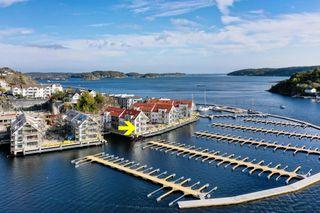 Nyoppført selveierleilighet ved sjøen / p-plass / Gode solforhold / Mulighet for båtplass