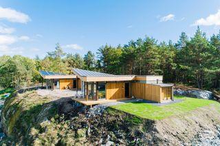 SKÅTØY/KRAGERØ  Hytte under oppføring / Tegnet av Snøhetta / Solrikt / Mulighet for båtplass / Klar til sesongen 2021