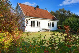 Enebolig med romslig hage / Gode solforhold / Garasje