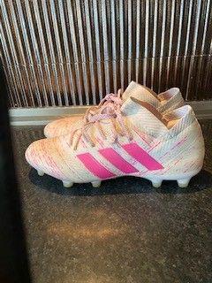 Adidas fotballsko str 42 23 | FINN.no