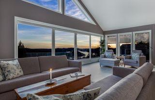 Valbergheia : Smakfull enebolig på usjenert tomt med panoramautsikt - Gjennomført god standard med alt på en flate -