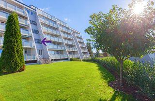 Innholdsrik og pen 4-roms leilighet med solrike verandaer og fast garasjeplass i et sentralt og populært boligområde