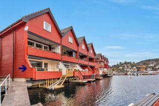 Leilighet med båtplass og veranda med badeplatfom- parkering i carport