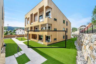 Mulighet for 2 garasjeplasser! PERLA - Meget pen leilighet med høy standard og stor terrasse.