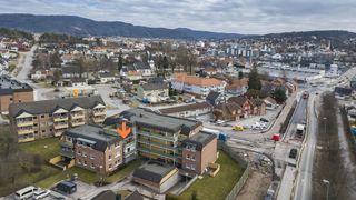 Meget romslig toppleilighet med 2 soverom (mulighet for 3) og sentral beliggenhet på Vessia. Heis og parkeringskjeller.