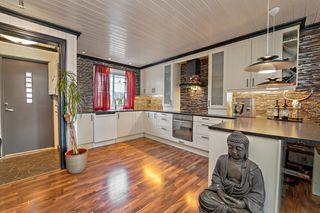 Oppusset rekkehus på Øyekast med 2 bad, nyere kjøkken og flott, solrik uteplass