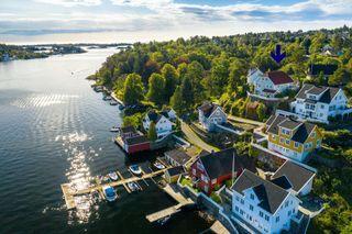 Eiendom Hisøy m/fantastisk spektakulær utsikt - båtplass i felles bryggeanlegg - dobbel garasje - ikke boplikt