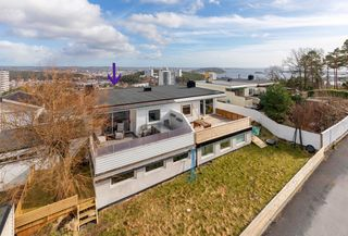 TA KONTAKT FOR VISNING! Flott  tomannsbolig i veletablert boligområde|Fantastisk utsikt|Sentralt|Dobbel- og enkel garasj