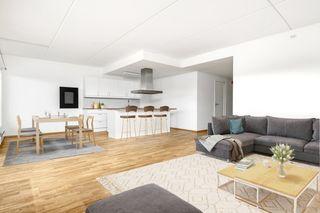 Lillesand - Lekker 3-roms selveierleil med flott utsikt, heis og parkering. Ta kontakt med megler for visning.