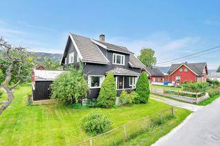 Enebolig i barnevennlig og sentralt boligområde på Byglandsfjord - garasje