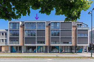 Kvadraturen - Pen og romslig 3-roms selveid toppleilighet m/stor solrik innglasset balkong - Heis og p-plass i kjeller.