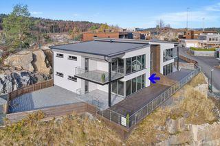 Ny moderne og stilfull leilighet med panoramautsikt - 3 soverom og 2 bad, samt stor solrik terrasse - Vannbåren varme