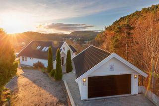 Søgne - Flott nyere enebolig med panoramautsikt mot sjøen og stor solrik terrasse - Dobbel garasje - Innerst i blindvei