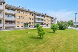 Sentrumsnær, lys og arealeffektiv leilighet med balkong. Ta kontakt med megler for visning