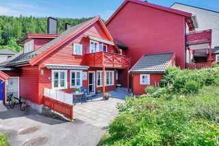 3 roms leilighet med solrike uteplasser og garasje. Ta kontakt med megler for visning