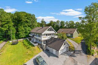 Spennende eiendom med bolighus med gode utleie inntekter og næringsbygg.