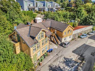 Utleieeiendom - Meget sentralt beliggende - 6 leiligheter med og 7 garasjer. Gode leienntekter