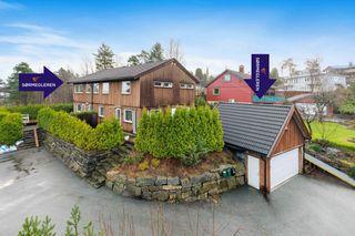 Lekker horisontaltdelt bolig med garasje og jacuzzi - Meget barnevennelig og solrikt uteområde - Moderne preg