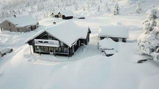 Stor, lekker hytte med nydelig beliggenhet / Flott tomt med fantastisk utsikt og meget gode solforhold / ski-in/ski-out