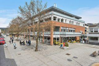 NYE PRISER! 9 helt nye og prisgunstige leiligheter i Butikkhuset i gågata i Vennesla sentrum. 1 SOLGT.