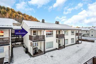 Lekker nyere 3 roms selveier med solrik balkong og carport
