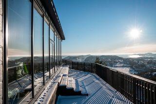 Unik utsiktseiendom med høy standard og optimale solforhold | Panorama gjennom 15m glassfasade | Dobbel garasje