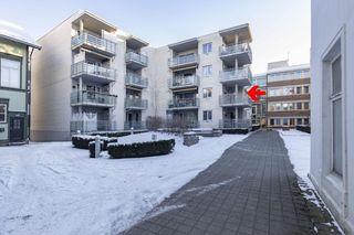 Sentral og velholdt 3-roms andelsleilighet i 2 etg. Vestvendt balkong, heis og garasje.