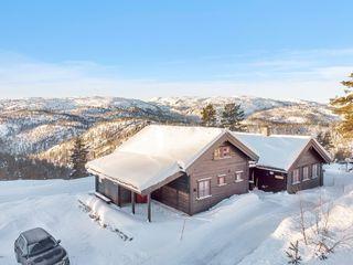 Bortelid Panorama - Flott hytte med nydelig utsikt - utendørs boblebad og eiet tomt