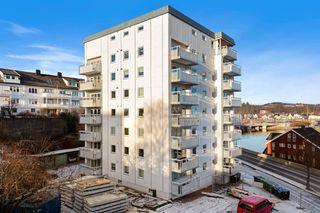 Kvadraturen - Pen 2-roms med attraktiv beliggenhet - Heis - Solrik utbygd balkong - Ingen dokumentavgift!