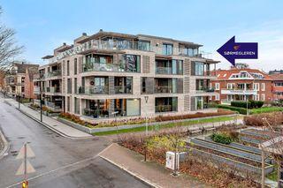 Lekker leilighet på toppen av Kirkegata 2D, men panoramautsikt til strandpromenaden, Tresse og sjøen.