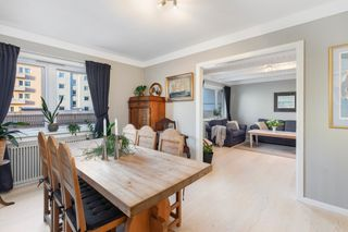 Flott, gjennomgående 3-roms leilighet med balkong I Sentral beliggenhet I Mulighet for parkering I Heis i bygget