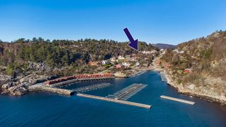 Sjønær og innholdsrik fritidsbolig med flott utsikt. Tilhørende båtplass like ved eiendommen.