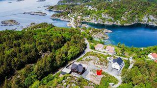 Flott boligtomt ferdig opparbeidet, nær sjøen i Høvåg