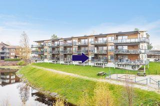 Flott leilighet i byggets 1. etasje med fin utsikt - garasjeplass i felles anlegg og heis - sentralt på Evje