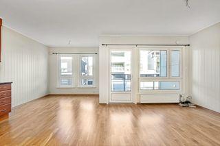 Påmeldingsvisning Onsdag 14.04. kl.17:30. Pen leilighet i 3. etasje med 2 soverom, heis og parkering i kjeller.