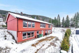 Hybelbygg med 5 boenheter i etablert boligområde i Bygland - fin utsikt mot fjorden - oppussingsobjekt