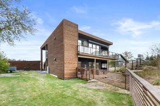 Lekker, nyere bolig med solrik, usjenert og tilbaketrukket beliggenhet - Stor terrasse og tilgang til hage - Garasje