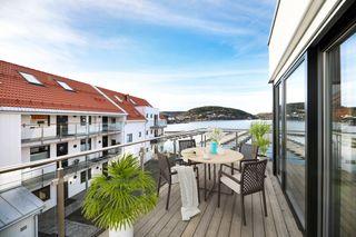 Ny leilighet på bryggekanten / Meget solrikt / Kort vei til sentrum / Parkering og mulighet til båtplass